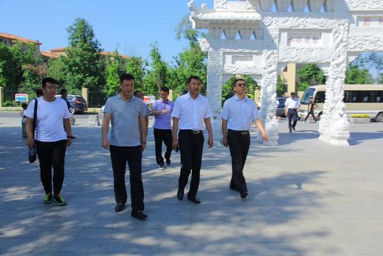 大庆市龙凤区考察团莅临我市参观考察城建和社区工作